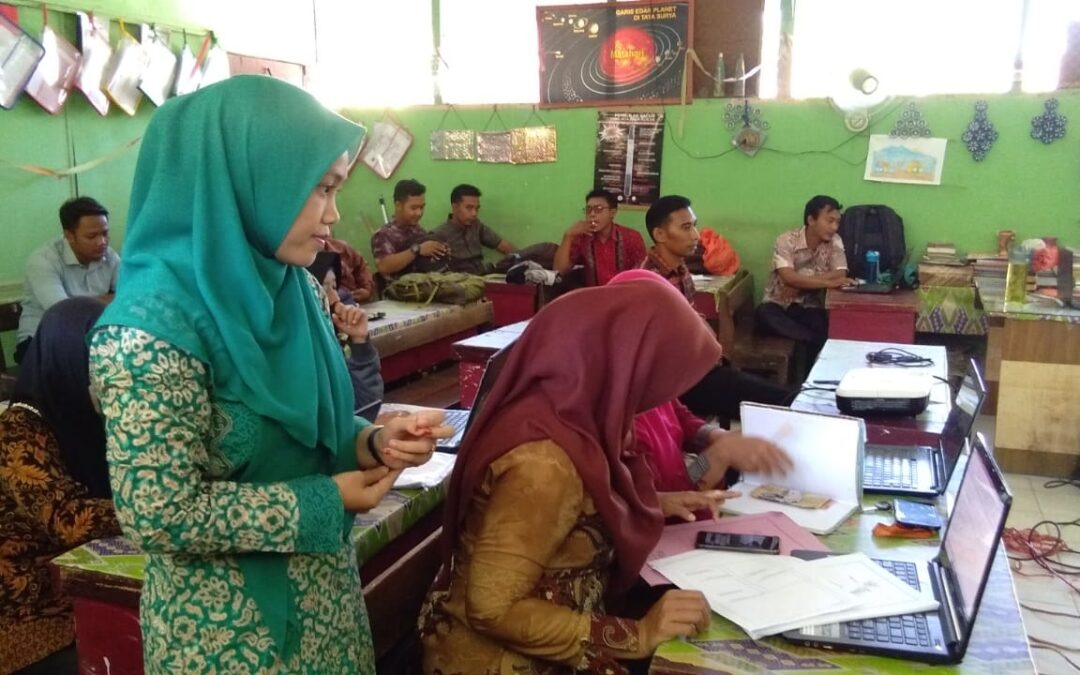 Pelatihan Penggunaan Aplikasi Microsoft Power Point Sebagai Media Pembelajaran pada Guru SD Negeri 050763 Gebang (Nurul Hasanah, S.Pd.I., M.Pd)